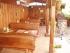 Zastrešená terasa, stoly, lavice a drevený plot 111