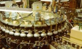 Stroj ASPA 40 pre sklársky priemysel
